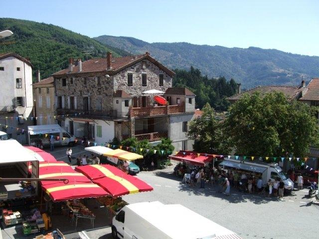 Marché de St Martin de Valamas